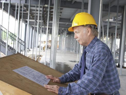 Werkende man in de bouw